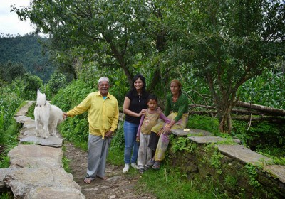 Hill Folk of Uttarakhand helping Tourists during Currency Ban Chaos