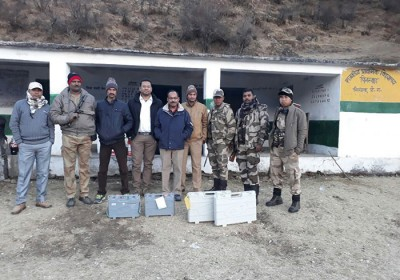 Polling Officials conquer snow laden booths at 10,000 ft for 275 voters in U'khand
