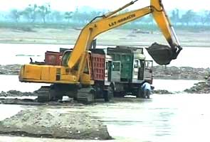 Illegal Mining on the banks of Ganga in Haridwar