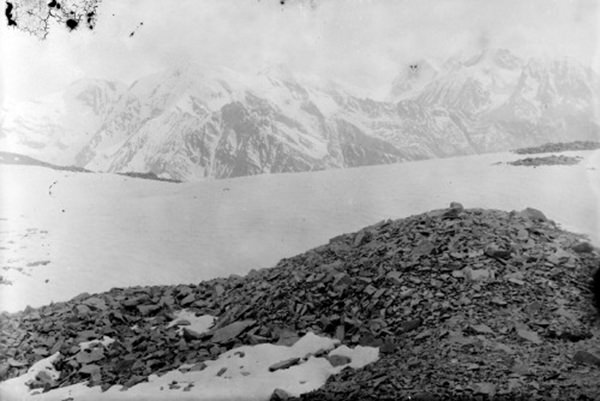 Nilang Peaks as seen looking southwards from the top of the Mana Gadh leading into the Changan valley, Hunda 1883