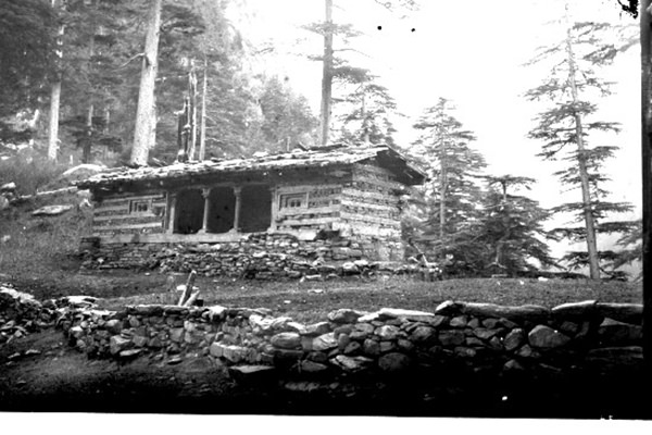 Temple South of Gowrah bungalow near Saharn, Sutlej Valley, 1833