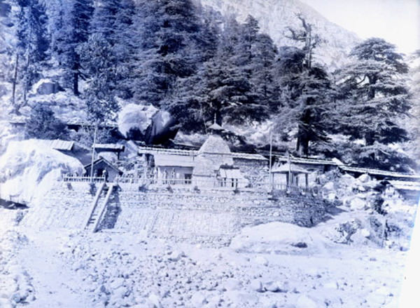Temple of Gangotri from the river side 1883