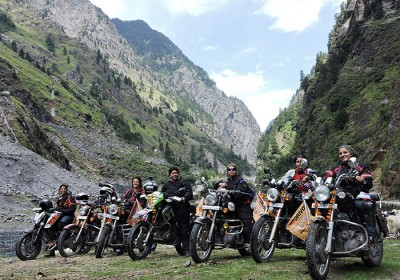 Seven female bikers crossed one of the highest motorable pass – The Mana Pass in Uttarakhand